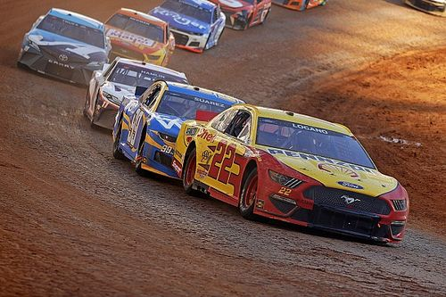 Logano holds off Stenhouse in OT for Bristol Dirt Track win