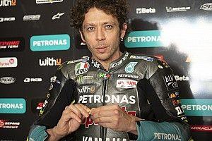 """Rossi juge les drapeaux """"obsolètes"""" et préfère les panneaux lumineux"""