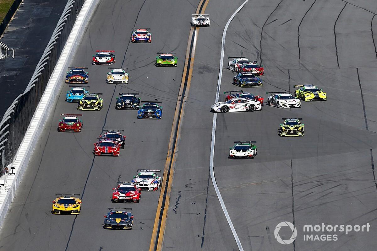 Daytona, 3a ora: Cadillac e Corvette al comando nel caos