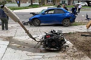 Akkorát csattant, hogy még a motor is kiszakadt a Subaru WRX-ből