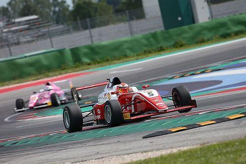 Assista AO VIVO a 1ª corrida do fim de semana da F4 Italiana com Gianluca Petecof