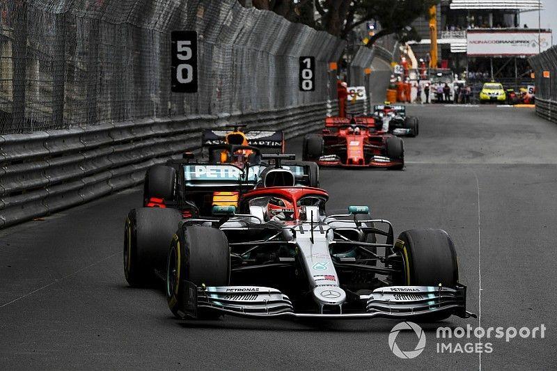 Pas de pénalité après le contact entre Hamilton et Verstappen