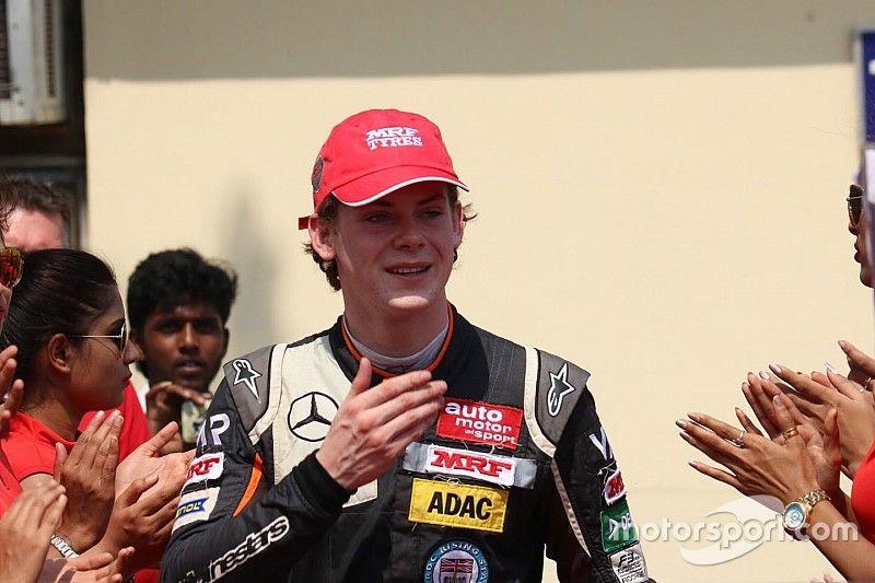 Newey leads ultra-close second F3 test day