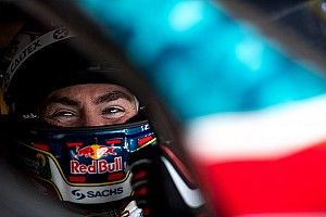 Craig Lowndes signs fresh two-year Triple Eight deal