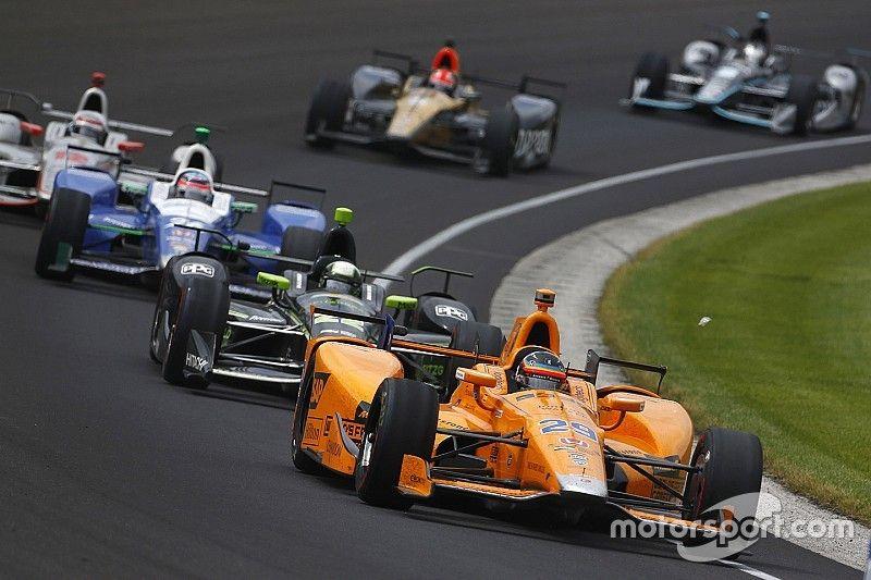 """Mesmo com quebra, Alonso leva """"estreante do ano"""" na Indy 500"""