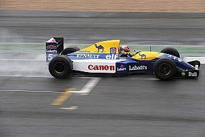 Hidegrázás: beröffen a legendás F1-es gép, az FW14B