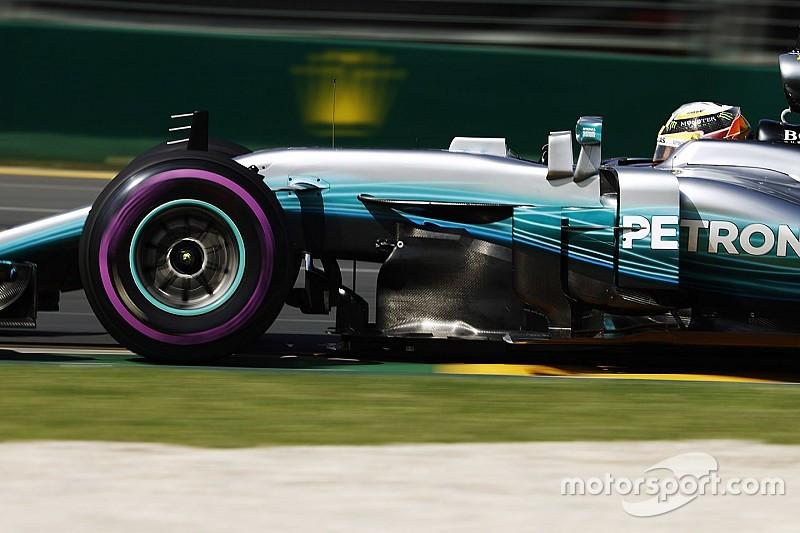 GP d'Australia: Hamilton in pole, ma Vettel è vicino con la Ferrari