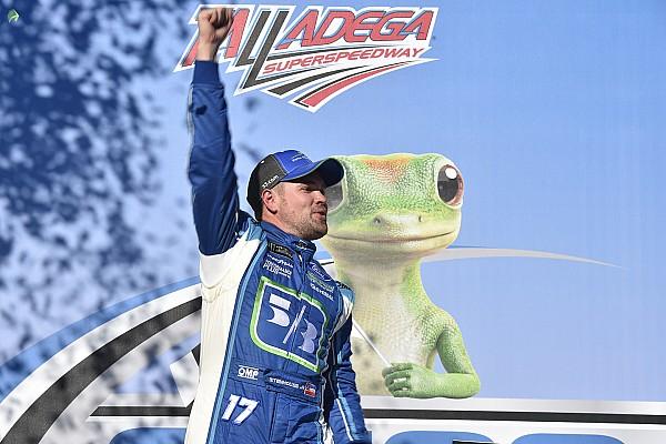 Stenhouse Jr vince a Talladega la prima gara NASCAR della carriera