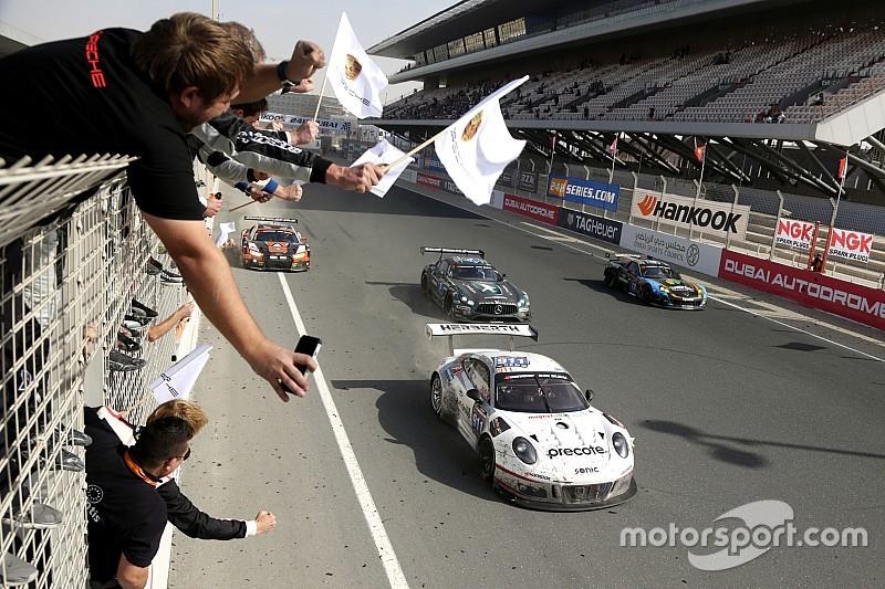 24 uur Dubai: Hartley wint met Herberth Motorsport, Buurman op het podium