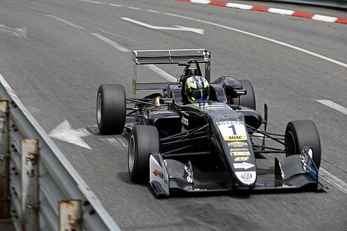 Pau F3: Eriksson keeps Norris at bay after Ilott crash