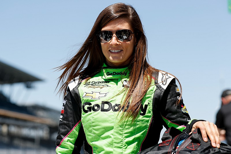 """Danica tuvo que """"redescubrir"""" el manejo de un bólido de IndyCar"""