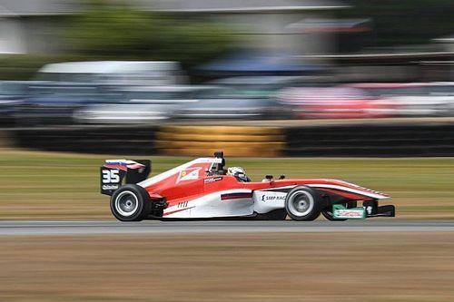 Шварцман одержал первую победу в Toyota Racing Series
