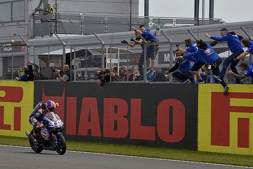 Van der Mark firma el primer doblete de Yamaha en WorldSBK desde 2011