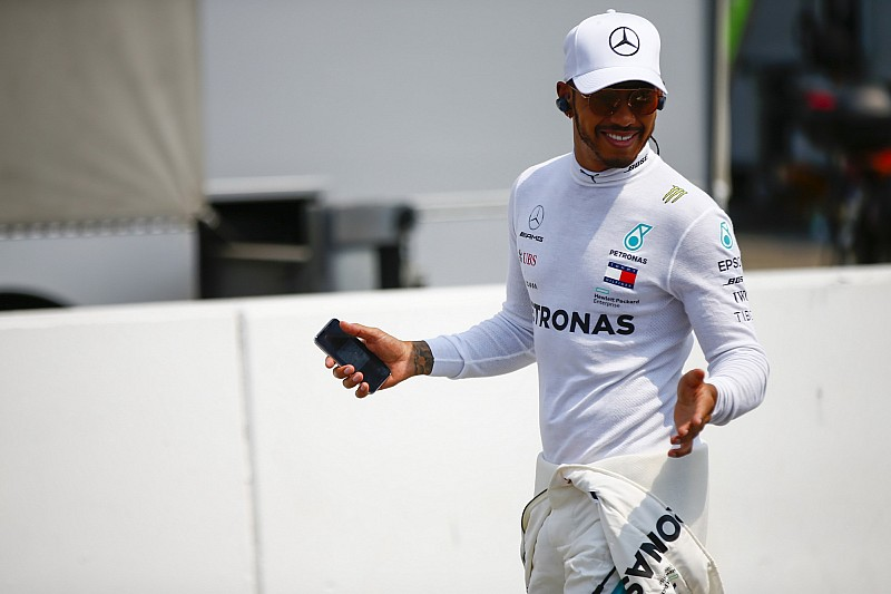 Hamilton nyerte a drámai Német Nagydíjat: Vettel az élről esett ki