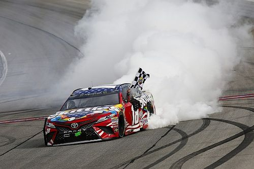 Kyle Busch and Larson collide in spectacular finish at Chicagoland