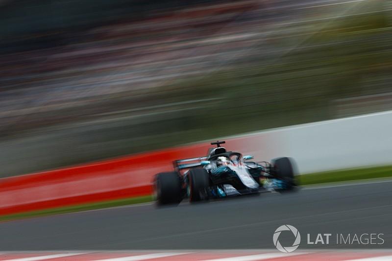 Hamilton pole köre Barcelonából a Mercedesszel