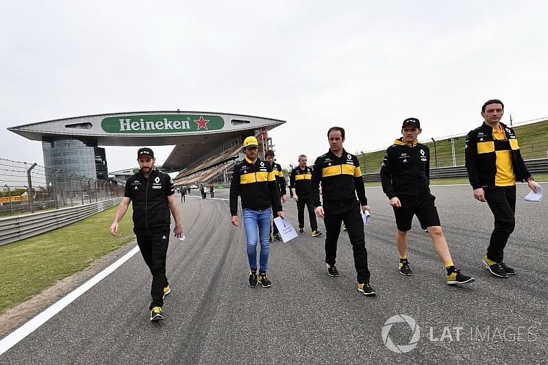 La afición con la que Carlos Sainz supera el jet lag