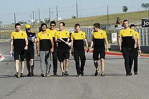 Прост: Сайнс заполнил в Renault дыру, которую не мог заполнить Палмер