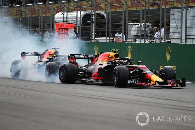 Vídeo y fotos: el accidente de los Red Bull, protagonistas en Bakú