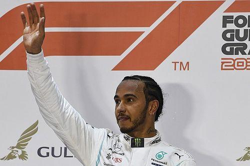 """Hamilton admite que """"foi estranho"""" passar Leclerc pela vitória no Bahrein"""