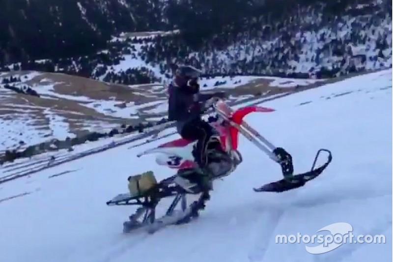 VIDEO: Márquez experimenta con un híbrido entre moto de cross y de nieve