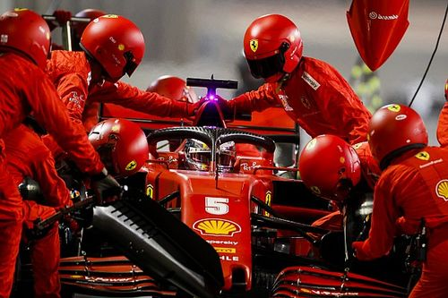 "Vettel kritisch op Ferrari: ""Pitapparatuur deugt niet"""