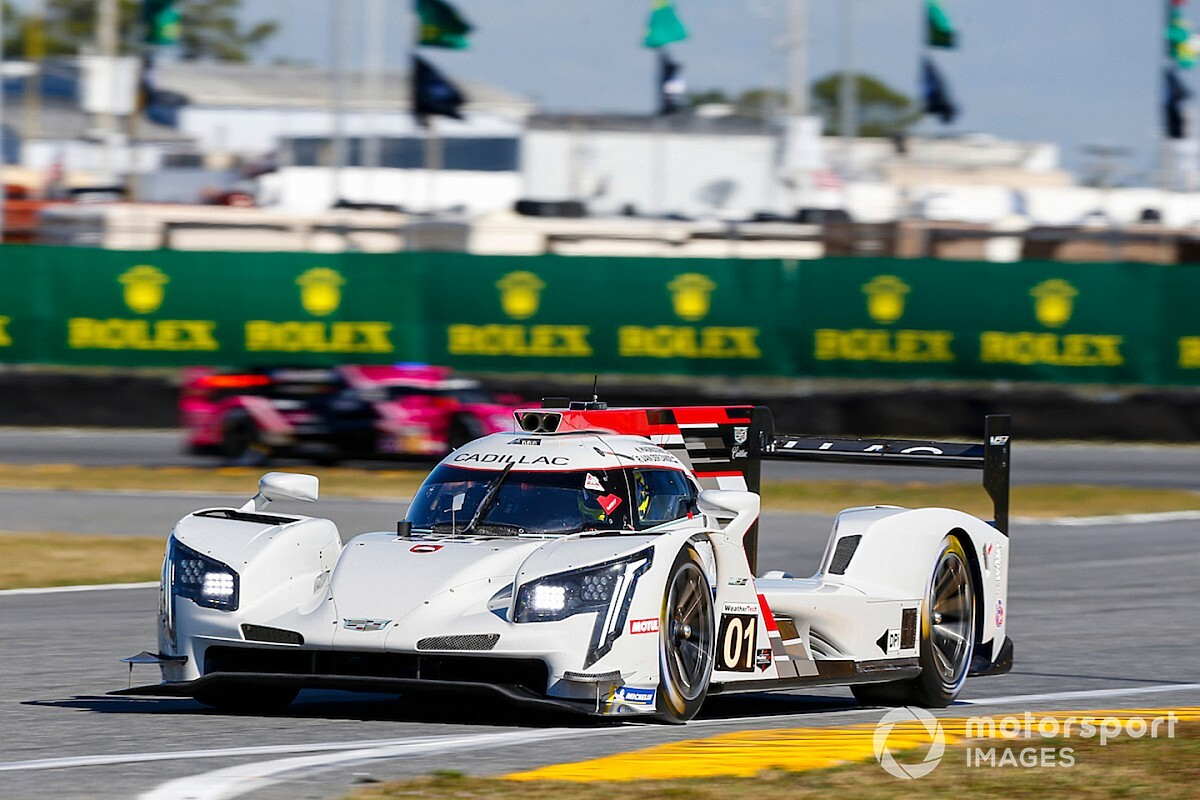 Rolex 24: Ganassi Cadillac leads very close first practice