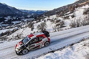 Ogier y Evans luchan en la mañana nevada de Montecarlo