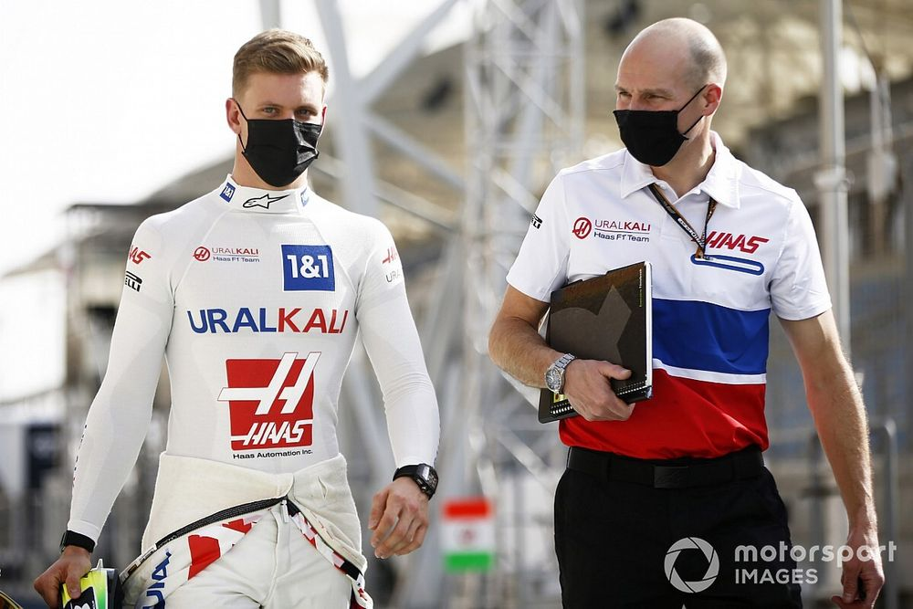 """Schumacher: É """"divertido"""" pensar que vou correr contra alguns rivais do meu pai na F1"""