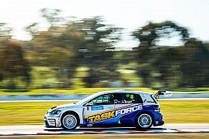 Winton TCR: Bright wins as early leaders clash
