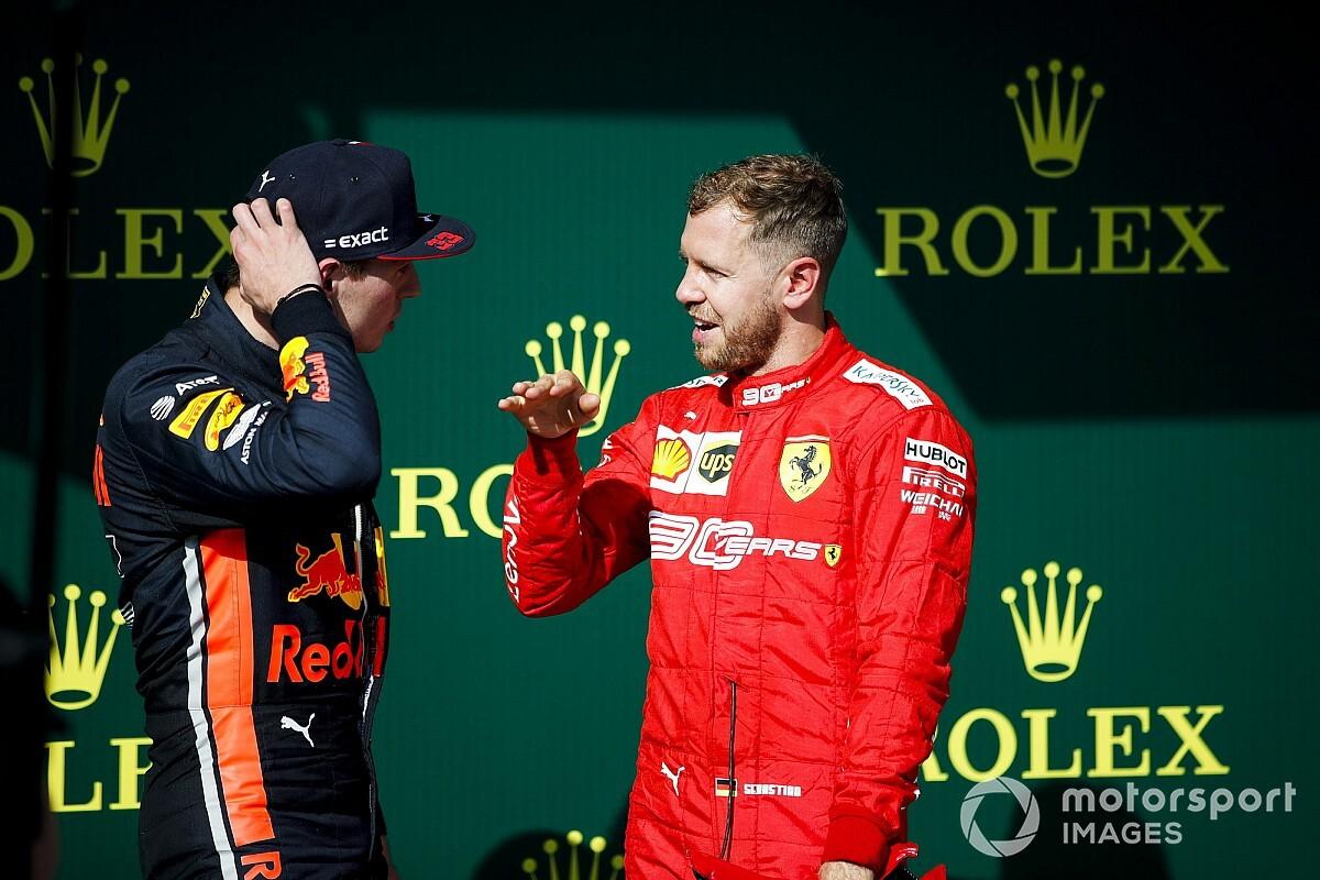 Videón Vettel és Verstappen nagy alakítása: az év interjúja?