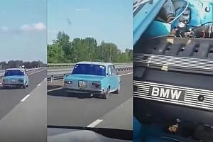 Hojj, de hogy jön: 180 km/h-val nyomja egy Lada Kazahsztánban
