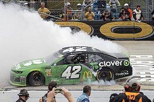 Dover: Larson beendet Durststrecke, hebt sich auf dritte Playoff-Stufe