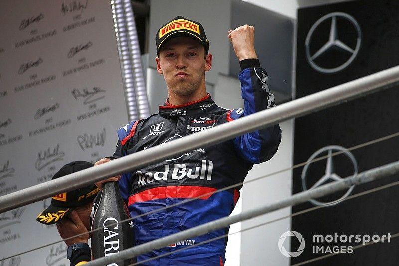 Villeneuve: Red Bull no debería considerar a Kvyat