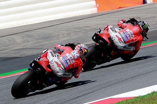 Zampata Ducati sull'umido di Silverstone: pole di Lorenzo davanti a Dovizioso. Rossi fuori dalla Top 10!
