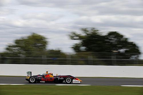 F3 Silverstone: Ticktum Fenestraz'ı geçerek ilk yarışı kazandı