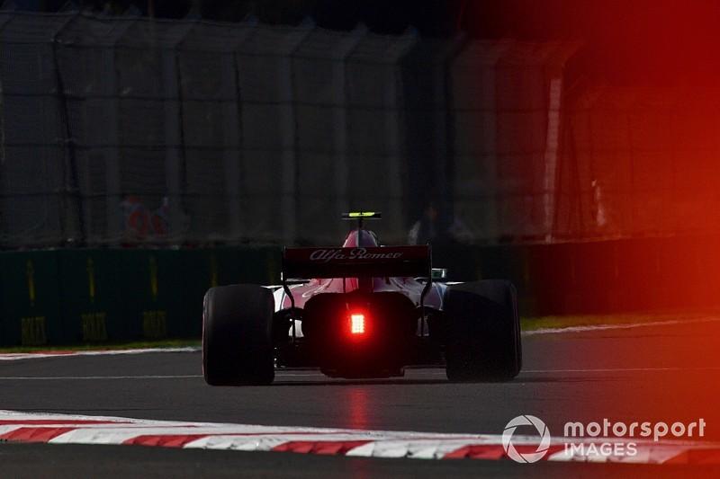 """Los neumáticos hiperblandos de la F1, como conducir """"en lluvia"""" o """"en rally"""""""
