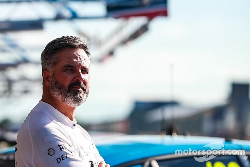 Мюллера лишили поул-позиции в третьей гонке WTCR