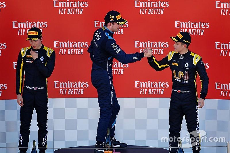 周冠宇为克服轮胎衰退后首登F2领奖台高兴