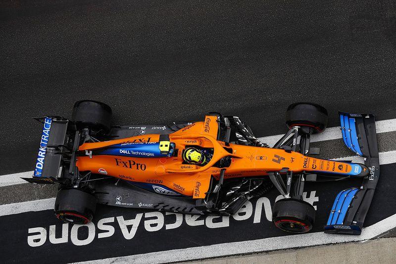 """F1: Norris se diz """"arrasado"""" e explica decisão de ficar na pista com chuva"""