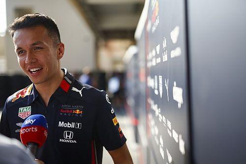 """Albon diz não ter sentido """"pressão"""" na Red Bull por saber que """"ainda teria Toro Rosso"""""""