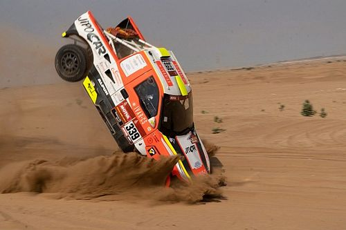 Dakar competitor crashes out before event even starts