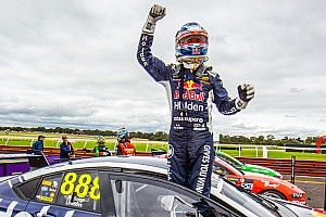 Whincup to continue Supercars career