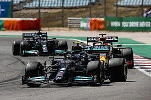 """Verstappen geniet van duel met Mercedes: """"Het was close"""""""