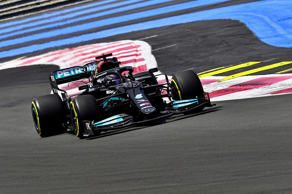 Hamilton happy to prove 'myth' about Mercedes chassis swap wrong