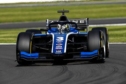 F2 Silverstone: Zhou se redime dominando la carrera principal