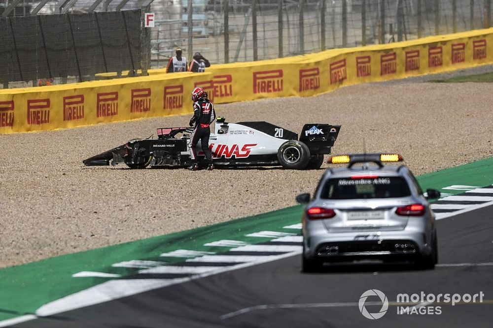 """Magnussen critical of Albon's """"poorly judged"""" passing attempt"""