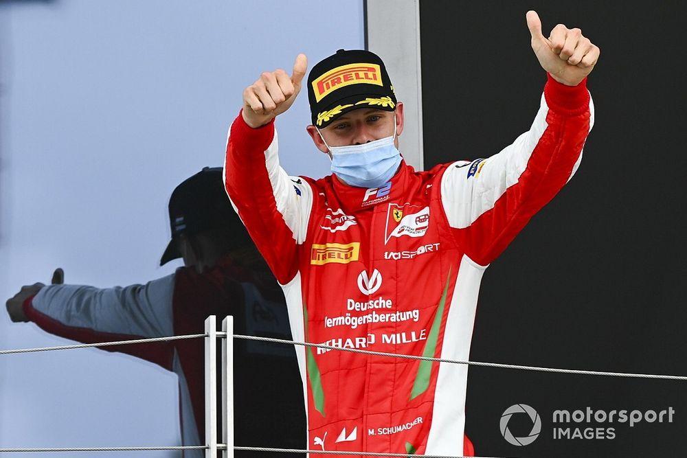 Босс Ferrari пообещал сыну Шумахера место в Формуле 1 на 2021 год