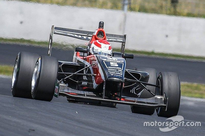 Manfeild TRS: Piquet wins red-flagged Race 1