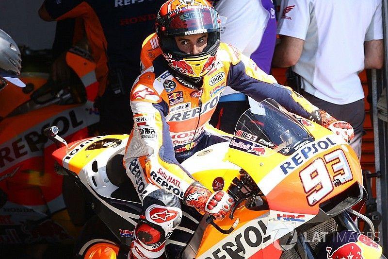 Marquez klopt Ducati's in slotfase vochtige warm-up Brno